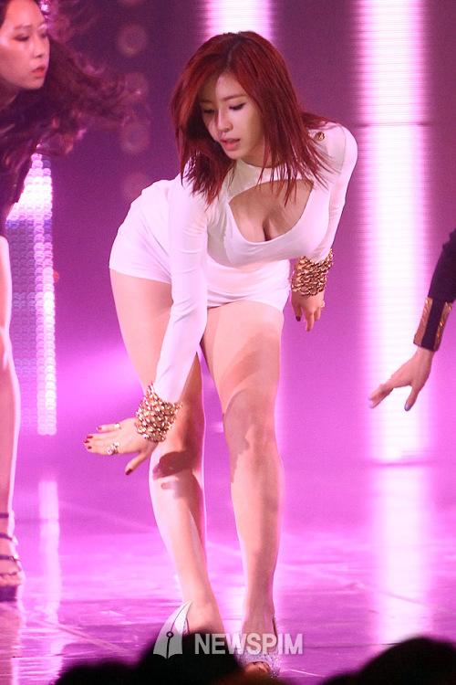 전효성 '가슴 골 보이는 농염한 댄스...