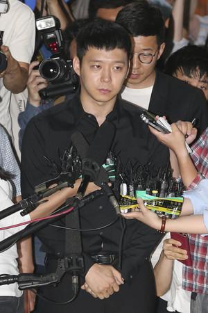 """[뉴스핌 포토] '성폭행 혐의' 박유천 경찰 출두 """"심려 끼쳐 죄송. 조사에 성실히 임하겠다"""""""