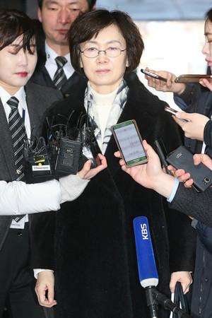 [뉴스핌 포토] 최경희 영장실질심사 출석… 취재진 질문에 '묵묵부답'
