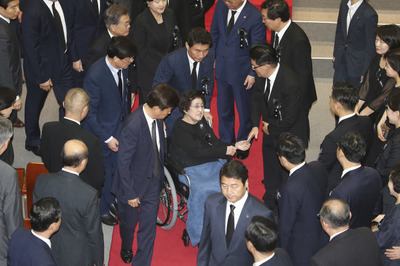 [뉴스핌 포토] 휠체어 타고 '김대중 대통령 서거 8주기' 추도식 참석한 이희호 여사