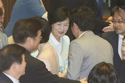 [뉴스핌 포토] 김명수 인준안 통과에 환한 미소 추미애...찬성 160표 반대 134표