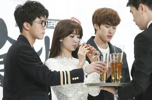 [뉴스핌 포토] '혼술남녀' 박하선, 유혹을 이기지 못하고 '꿀꺽'