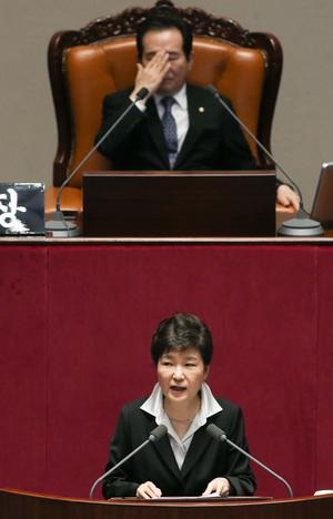 [개헌 추진] 고민 깊은 민주당…최순실‧개헌논의 '분리 대응' 가닥