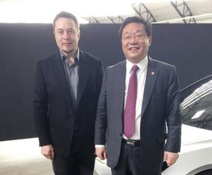 주형환 장관, 美 테슬라 CEO 만나 전기차·신재생에너지 협력 논의