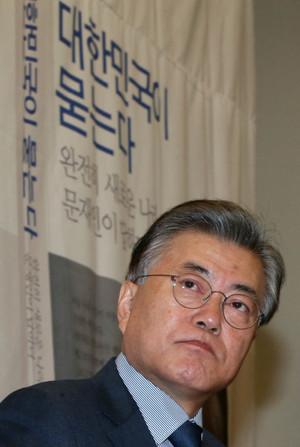 [뉴스핌 포토] 문재인 '대한민국이 묻는다' 출판기념 간담회 열어