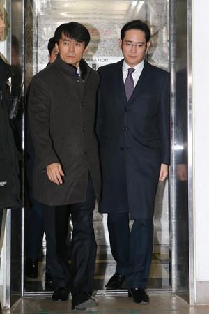 [뉴스핌 포토] '영장심사' 법원 향하는 이재용 '굳은 표정'