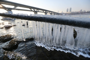 [뉴스핌 포토] '최강 한파' 그래도 얼지 않은 한강