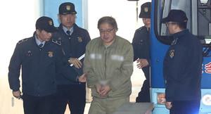 [뉴스핌 포토] 고개숙인 안종범, 7차 공판 출석