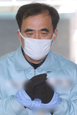 [뉴스핌 포토] 김종, 마스크 쓰고 특검 출석