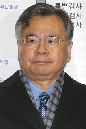 [뉴스핌 포토] '역대급' 특검 지휘한 박영수의 마지막 출근길