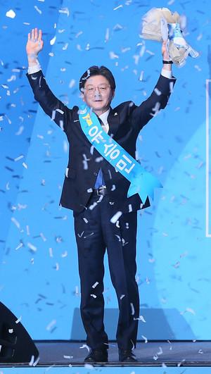 """[뉴스핌 포토] 바른정당 대선후보 유승민 """"문재인과 싸워 이기겠다"""""""
