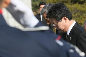 [뉴스핌 포토] 바른정당 대선후보 확정 유승민의 첫 행보 '현충원 참배'