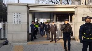 [포토] 박근혜 오늘 영장심사 '곳곳 폐쇄된 서울중앙지법'