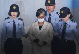 [뉴스핌 포토] 오늘 박근혜 전 대통령 첫 재판, '40년 지기' 최순실씨도 출석