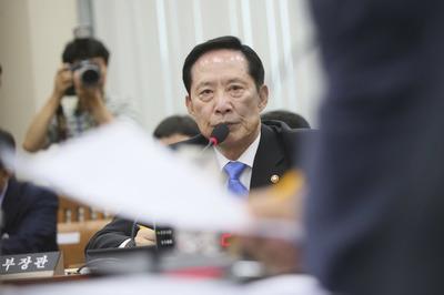 """[뉴스핌 포토] 송영무 국방부 장관 """"북한, 괌 미사일 타격 가능성 대단히 낮다"""""""