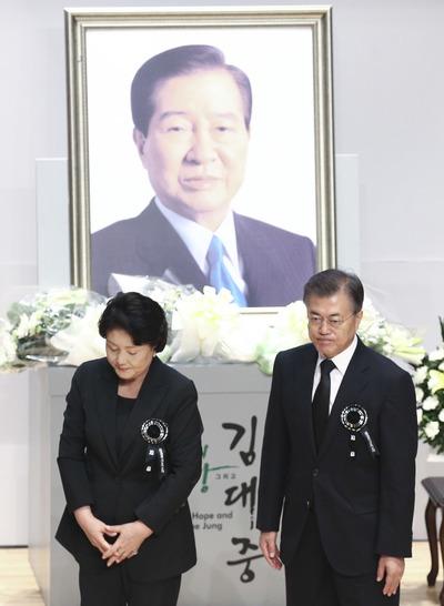 """[뉴스핌 포토] '김대중 대통령 서거 8주기'···문재인 """"DJ 길 따라 가겠다"""""""