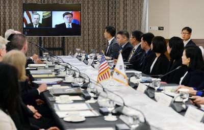 김현종, 美 통상수장 첫 대면…한미FTA 진전 방안 논의