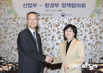 환경부-산업부, 탈원전·미세먼지 대책 맞손…매월 만나 논의