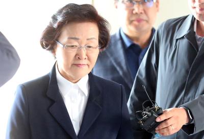 """[뉴스핌 포토] """"문재인은 공산주의자""""..신연희 강남구청장, 입술 다물고 법정으로"""