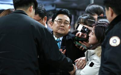 [뉴스핌 포토] 법정 향하는 전병헌, '홈쇼핑 뇌물' 두번째 구속 심사