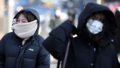 """[뉴스핌 포토] """"롱패딩 입었어도 추워요""""..최강한파가 야속한 시민들"""