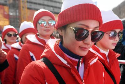 [뉴스핌 포토] 선글라스로 멋 낸 북한응원단