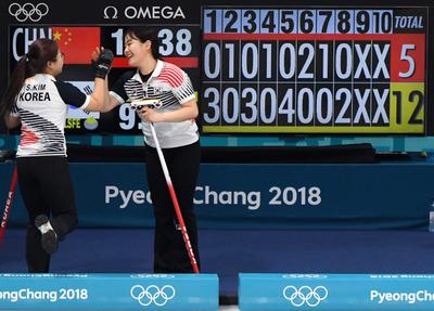[뉴스핌 포토] 여자컬링, 중국에 12-5 완승...4강 보인다!