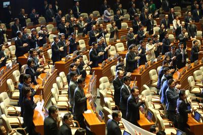 민주당·민평당, '암묵적 연대'로 지방선거 손잡나