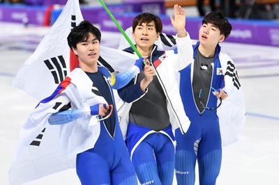 [뉴스핌 포토] '은메달 vs 꼴찌' 남녀 팀추월 엇갈린 희비...