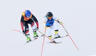 [뉴스핌 포토] '스키크로스 결선' 하늘 향한 힘찬 점프!