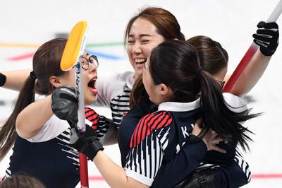 [뉴스핌 포토] 여자 컬링 결승 진출.. 환호하는 '팀 김'
