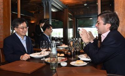 김동연, 미주개발은행 총재와 회동…중남미 청년취업 논의