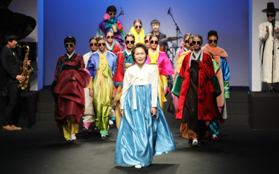 [뉴스핌 포토] 2018 F/W 헤라서울패션위크 개막 알린 한복 패션쇼