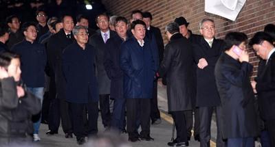 [뉴스핌 포토] 구치소 간 MB..논현동 집 앞에 남은 측근들