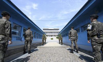 [사진] 남북정상회담 하루 앞둔 판문점... '평화의 문 열린다'