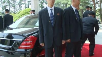 [영상] 두 정상,오찬은 각각...번호판 없는 김 위원장 벤츠 차량 눈길