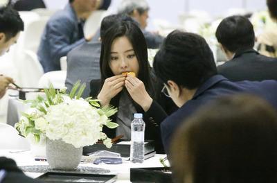 [사진] '금강산도 식후경~' 남북정상회담 취재진 도시락 보니..