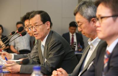 [사진] 뉴스핌 정책진단, 패널토론하는 한만희 교수