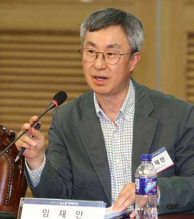 [사진] 뉴스핌 정책진단, 토론하는 임재만 교수