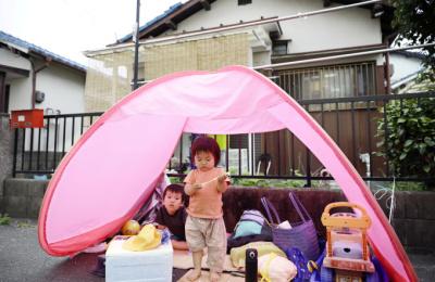 [사진] '오사카 지진' 텐트로 대피한 아이들