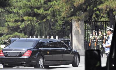 [사진] 중국 국빈관 들어서는 김정은 국무위원장 차량