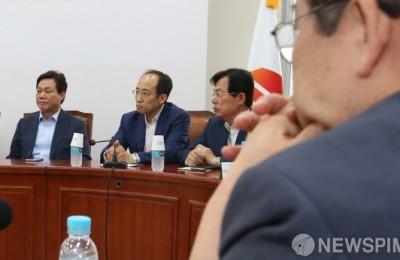 당 해체·재산 국가 헌납...쏟아지는 한국당 혁신안