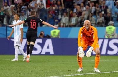 [포토스토리]  카바예로 아르헨티나 골키퍼, 치명적 실책... '울고 싶어라'