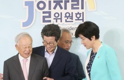 """[사진] 이목희 부위원장, """"손경식 회장님 이쪽으로 오시죠"""""""
