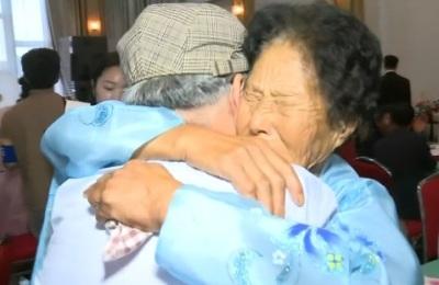 [영상] 역사적인 남북 이산가족 첫 상봉...눈물 바다가 된 금강산