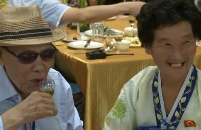 [영상] '밥 한번 먹기까지 65년 걸렸어요'... 남북 이산가족 환영 만찬