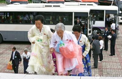 [사진] 이산가족 상봉 이틀째... '지금 만나러 갑니다'