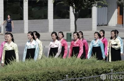[사진] 한복 입은 평양 시민들