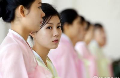 [사진] 평양 옥류관에서 만난 북녀