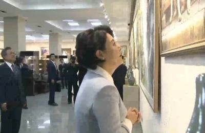 [영상] 북한 대표 미술창작 단체 '만수대창작사'... 文 대통령 내외 관람